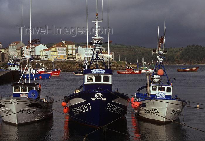 galicia49: Galicia / Galiza - Camariñas - A Coruña province: fishing boats - ria - Costa da Morte - photo by S.Dona' - (c) Travel-Images.com - Stock Photography agency - Image Bank