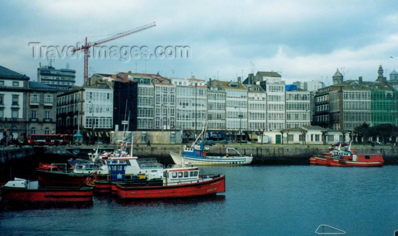 galicia5: Galicia / Galiza - A Corunha / La Coruña / LCG (provincia da Corunha): waterfront - Ria de la Coruña - Paseo Maritimo / Paseo Maritimo - photo by M.Torres - (c) Travel-Images.com - Stock Photography agency - Image Bank
