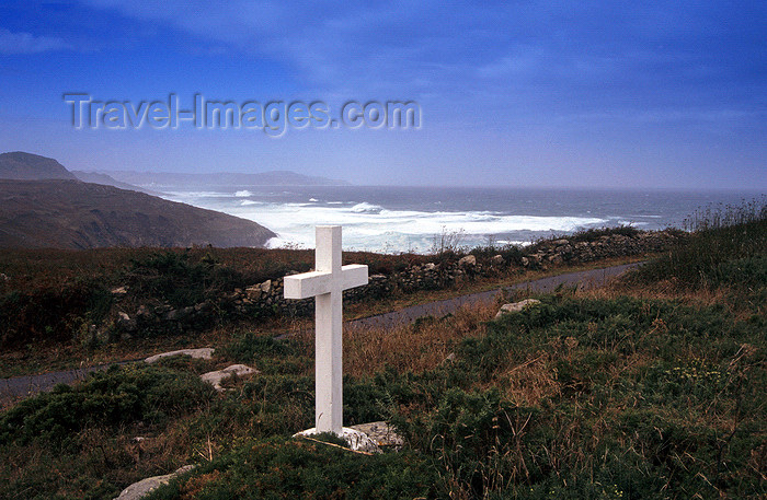 galicia58: Galicia / Galiza - Camariñas - A Coruña province: a cross in Costa da Morte, the Coast of Death - photo by S.Dona' - (c) Travel-Images.com - Stock Photography agency - Image Bank
