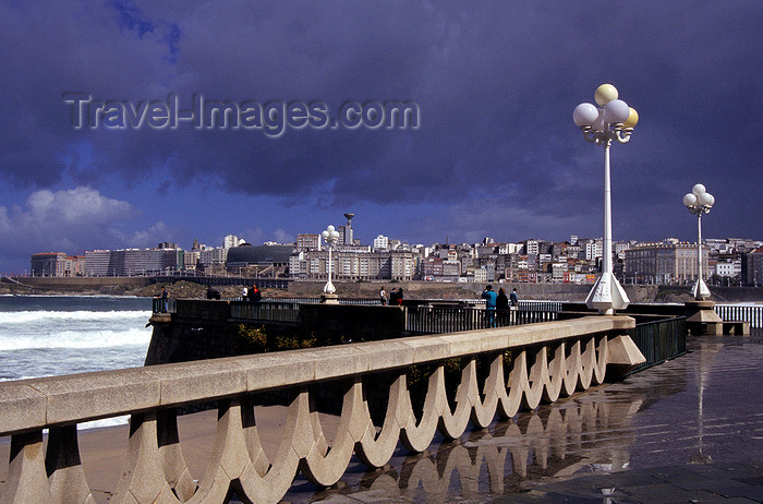 galicia62: Galicia / Galiza - A Coruña: a view from the Paseo de Orillamar in a stormy day - photo by S.Dona' - (c) Travel-Images.com - Stock Photography agency - Image Bank