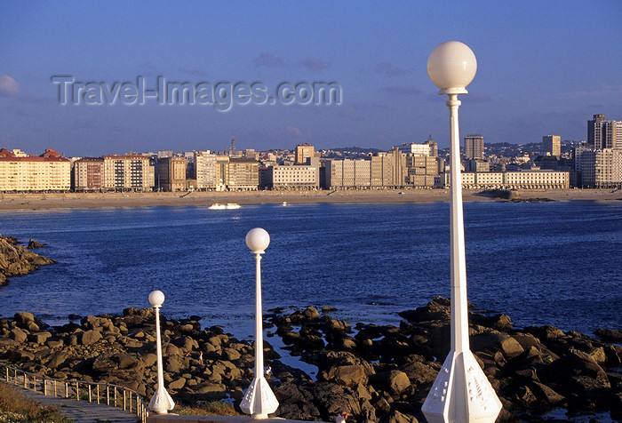 galicia63: Galicia / Galiza - A Coruña: lamp posts, beach and the town - photo by S.Dona' - (c) Travel-Images.com - Stock Photography agency - Image Bank
