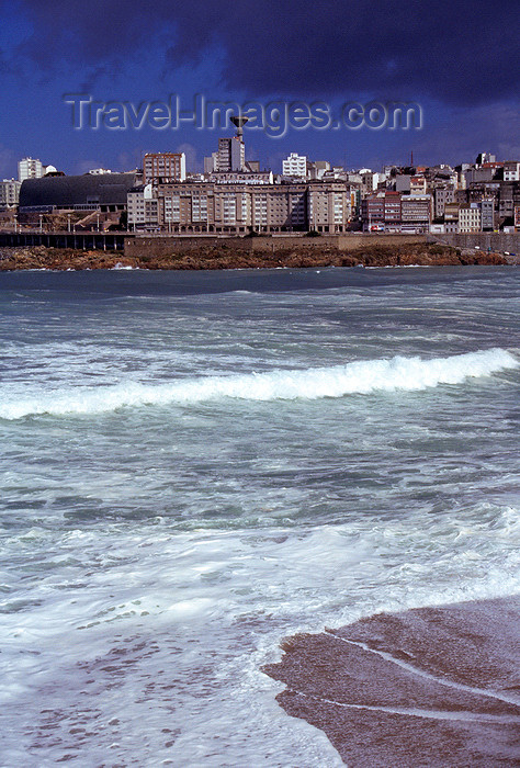 galicia65: Galicia / Galiza - A Coruña: waves and and city skyline in the background - photo by S.Dona' - (c) Travel-Images.com - Stock Photography agency - Image Bank