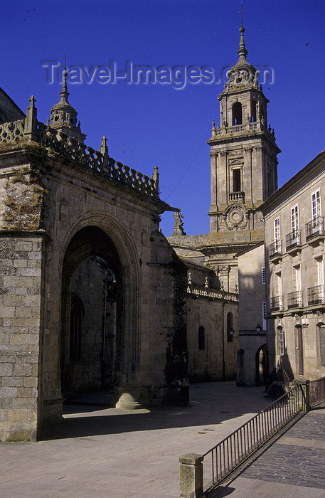 galicia67: Galicia / Galiza - Lugo: Santa Maria square and the cathedral - photo by S.Dona' - (c) Travel-Images.com - Stock Photography agency - Image Bank