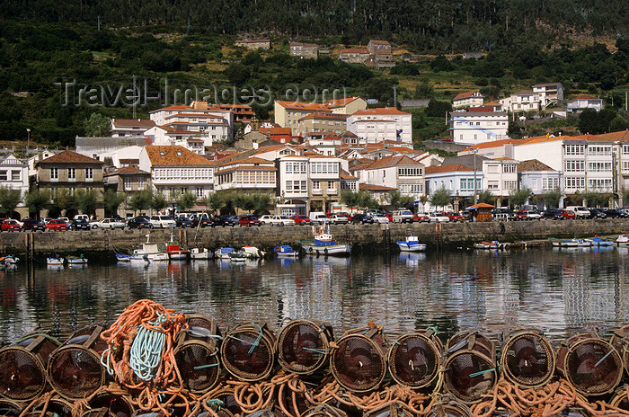 galicia70: Galicia / Galiza - Muros, A Coruña: town and the ría de Muros e Noia - lobster traps - photo by S.Dona' - (c) Travel-Images.com - Stock Photography agency - Image Bank