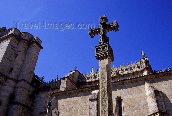 galicia73: Galicia / Galiza - Pontevedra: church of Santa Maria Maior in Plaza Alonso de Fonseca - photo by S.Dona' - (c) Travel-Images.com - Stock Photography agency - Image Bank