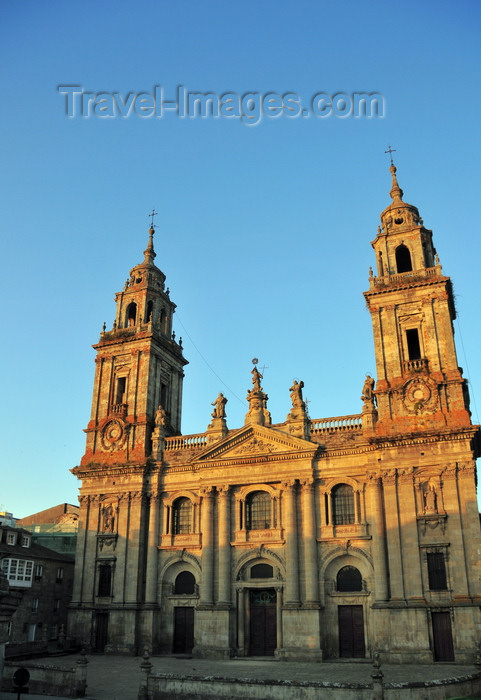 galicia83: Lugo, Galicia / Galiza, Spain: Cathedral of St Mary - contains a chapel dedicated to St. Froilán, patron of the city - Praza Pio XII - photo by M.Torres - (c) Travel-Images.com - Stock Photography agency - Image Bank