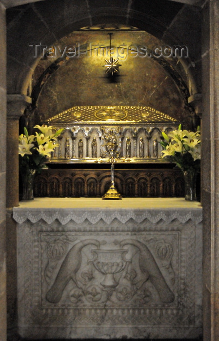 galicia88: Santiago de Compostela, Galicia / Galiza, Spain: the Cathedral - crypt - tomb of Saint James the Greater, one of the apostles of Jesus Christ - silver reliquary by the goldsmith José Losada - photo by M.Torres - (c) Travel-Images.com - Stock Photography agency - Image Bank