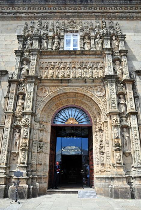 galicia90: Santiago de Compostela, Galicia / Galiza, Spain: Hostal dos Reis Católicos - once a shelter, now a luxury hotel - Parador - Praza do Obradoiro - photo by M.Torres - (c) Travel-Images.com - Stock Photography agency - Image Bank