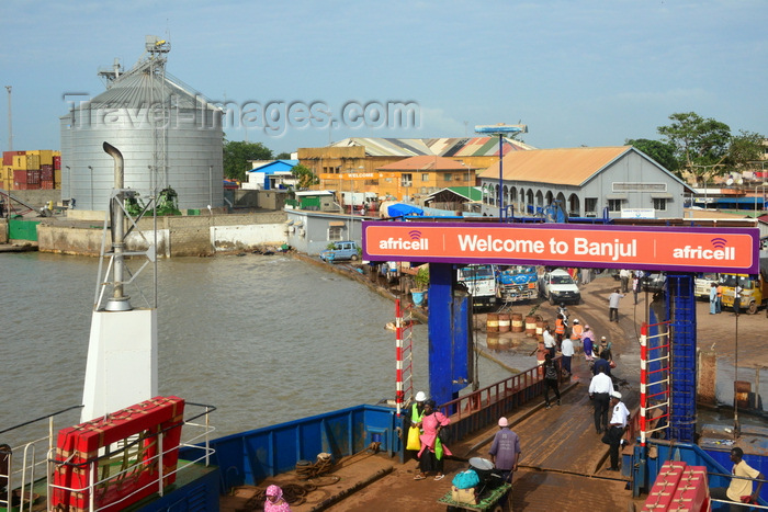 gambia22: Banjul, The Gambia: ferry terminal seen from the ferry - Welcome to Banjul sign - photo by M.Torres - (c) Travel-Images.com - Stock Photography agency - Image Bank