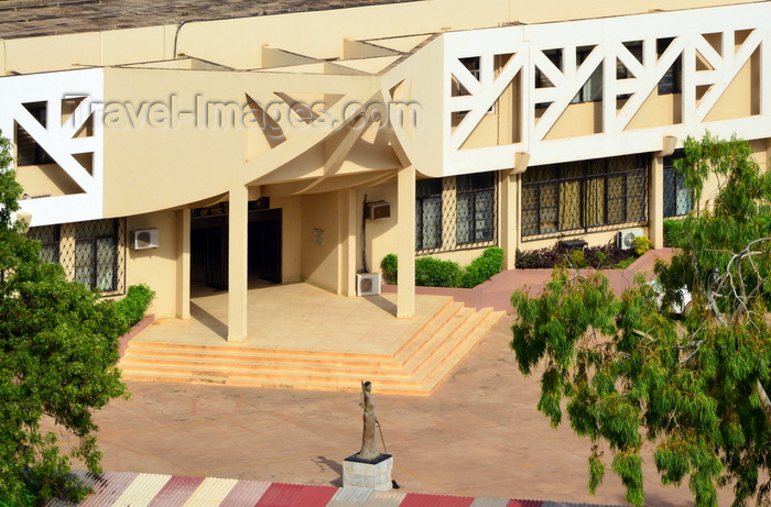 gambia45: Banjul, The Gambia: building of the High Court of the Gambia - elevated view - Law Courts Building on Independence Drive- Judiciary of The Gambia - photo by M.Torres - (c) Travel-Images.com - Stock Photography agency - Image Bank
