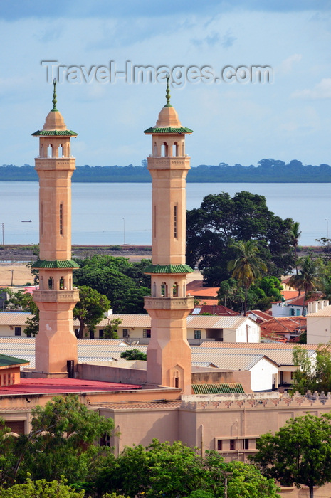 gambia46: Banjul, The Gambia: King Fahad mosque (Great Mosque, Jammeh Mosque) - minarets, roofs and river - a gift of Saudi Arabia, accommodates 6000 people - Box Bar Road, former Wallace Cole Road - photo by M.Torres - (c) Travel-Images.com - Stock Photography agency - Image Bank