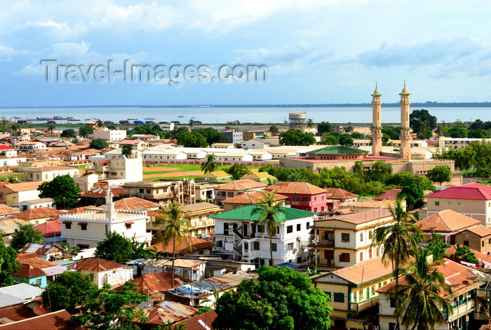 gambia48: Banjul, The Gambia: skyline of the low-rise Gambian capital with the River Gambia as Background - minarets of King Fahad Mosque on the right - photo by M.Torres - (c) Travel-Images.com - Stock Photography agency - Image Bank