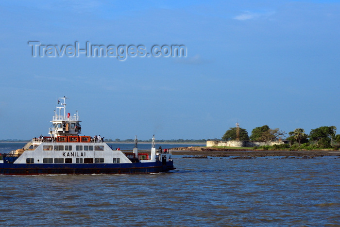 gambia77: Barra, The Gambia: the ferryboat from Banjul - the Kanilai completes the crossing of the River Gambia estuary, approaching Fort Bullen - photo by M.Torres - (c) Travel-Images.com - Stock Photography agency - Image Bank