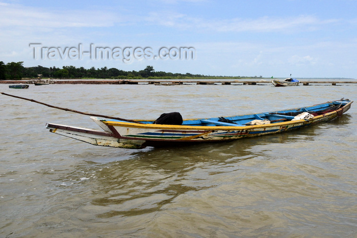 gambia91: Albreda, Gambia: fishermen's canoe on the River Gambia - photo by M.Torres  - (c) Travel-Images.com - Stock Photography agency - Image Bank