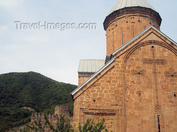 georgia100: Georgia - Ananuri - Mtskheta-Mtianeti region: Church of the Assumption (East façade) and Ananuri castle - feudal stronghold dating from the XVII century - Aragvi river gorge - Georgian military highway - photo by L.McKay - (c) Travel-Images.com - Stock Photography agency - Image Bank