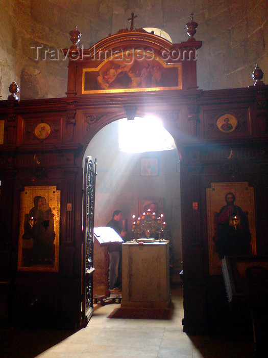 georgia115: Georgia - Mtskheta: Svetitskhoveli Cathedral - 'the Living Pillar Cathedral' - sun and the iconostasis - photo by N.Mahmudova - (c) Travel-Images.com - Stock Photography agency - Image Bank