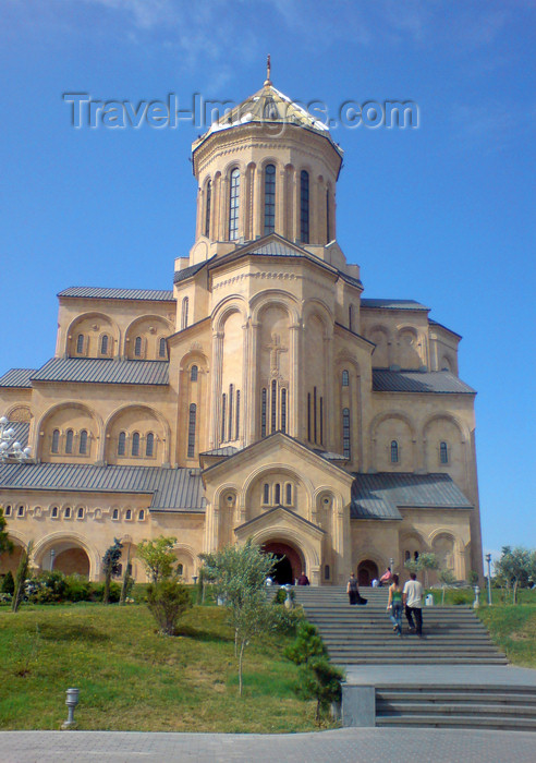 georgia125: Georgia - Tbilisi: Sameba / Holy Trinity Cathedral - stairs - Avlabari neighborhood - Elia Hill - photo by N.Mahmudova - (c) Travel-Images.com - Stock Photography agency - Image Bank