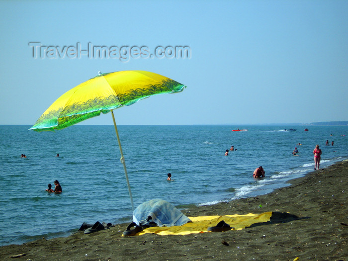 georgia146: Georgia - Ureki, Guria region: beach parasol by the Black sea - Karadeniz - photo by S.Hovakimyan - (c) Travel-Images.com - Stock Photography agency - Image Bank