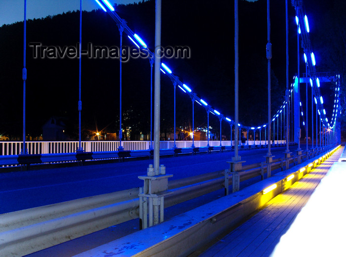 georgia150: Borjomi, Samtskhe-Javakheti region, Georgia: suspension bridge - nocturnal - photo by N.Mahmudova - (c) Travel-Images.com - Stock Photography agency - Image Bank