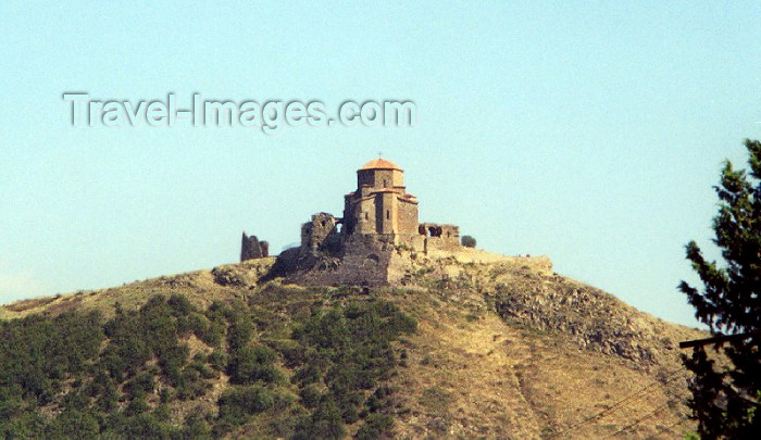 georgia16: Georgia - Mtskheta: Jvari  / Dzhvari (cross) church - Georgian Orthodox monastery of the 6th century - situated at previously sacred hill, dedicated to Armazi, the Georgian name of Ahura Mazda, the Zoroastrian god - photo by M.Torres - (c) Travel-Images.com - Stock Photography agency - Image Bank