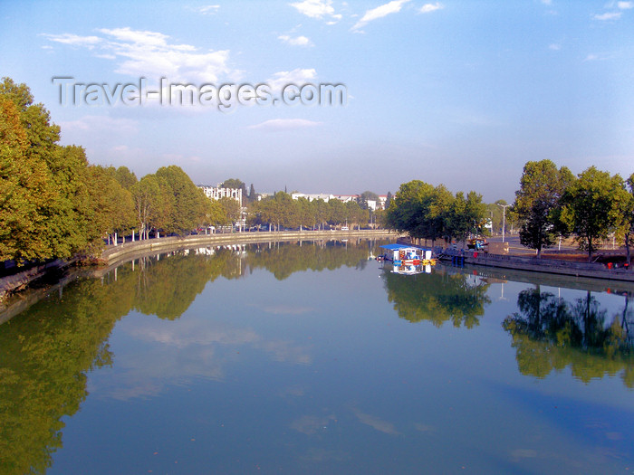 georgia170: Tbilisi, Georgia: reflections on the Mtkvari river - photo by N.Mahmudova - (c) Travel-Images.com - Stock Photography agency - Image Bank