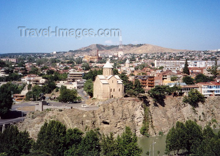 georgia20: Georgia - Tbilisi / Tblissi / TBS: cliff hanging - Metekhi church over the Mekvari river - photo by M.Torres - (c) Travel-Images.com - Stock Photography agency - Image Bank