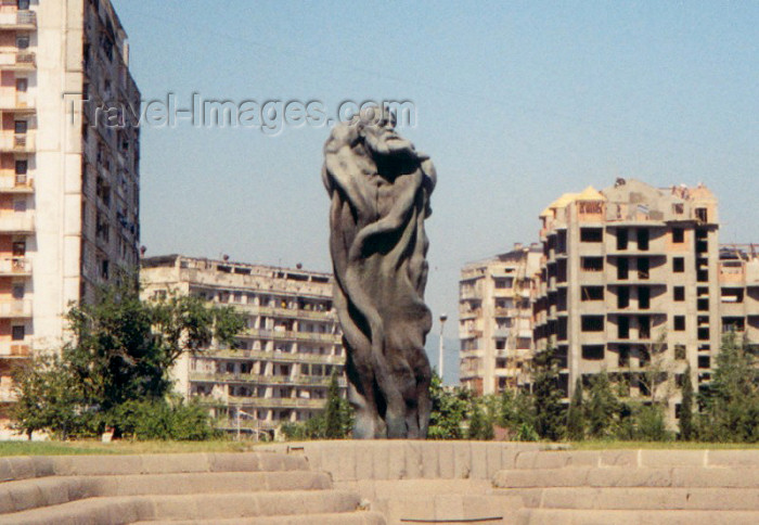 georgia4: Georgia - Tbilisi / Tblissi / TBS: the man and his cocoon - statue - photo by M.Torres - (c) Travel-Images.com - Stock Photography agency - Image Bank