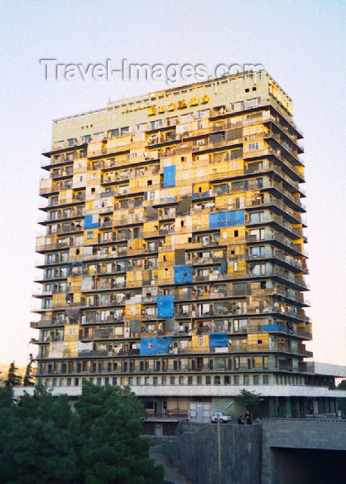 georgia41: Georgia - Tbilisi / Tblissi / TBS: vertical refugee camp - former hotel Iberia / Iveria / Iweria - architects O. Kalandarischwili, I. Zchomelidse - photo by M.Torres - (c) Travel-Images.com - Stock Photography agency - Image Bank
