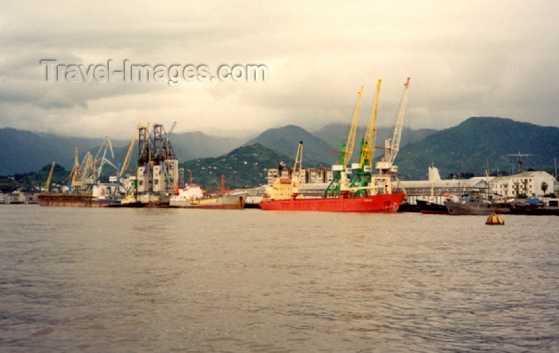 georgia44: Georgia - Batumi: Black sea - the harbour and the mountains (navy patrol boat on the right) - Black Sea - photo by M.Torres - (c) Travel-Images.com - Stock Photography agency - Image Bank