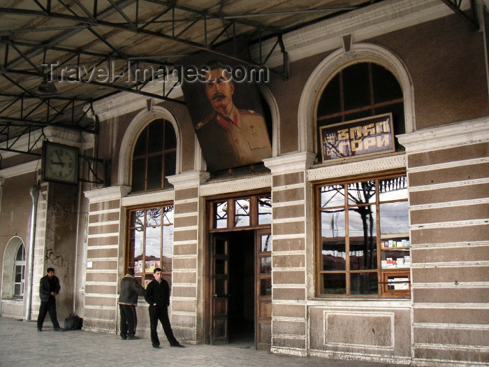 georgia53: Georgia - Gori: Stalin at the train station (photo by Austin Kilroy) - (c) Travel-Images.com - Stock Photography agency - Image Bank
