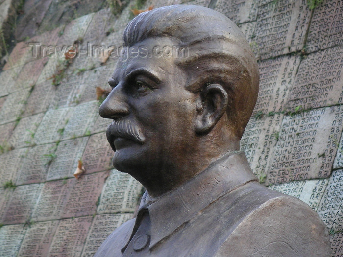 georgia55: Georgia - Sighnaghi - Kakheti region: Stalin statue superimposed on the names of some of the Great Patriotic War dead - eastern Georgia (photo by Austin Kilroy) - (c) Travel-Images.com - Stock Photography agency - Image Bank