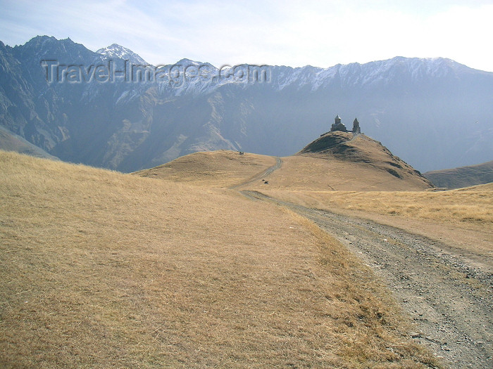 georgia61: Georgia - near Kazbegi: approach to Tsminda Sameba church - photo by Austin Kilroy - (c) Travel-Images.com - Stock Photography agency - Image Bank