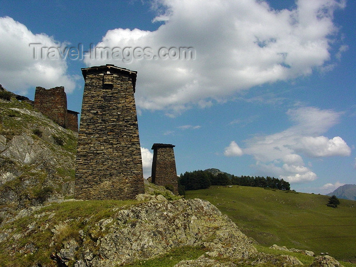 georgia72: Georgia - Omalo - Tusheti region: towers in the Georgian Highlands (photo by A.Slobodianik) - (c) Travel-Images.com - Stock Photography agency - Image Bank