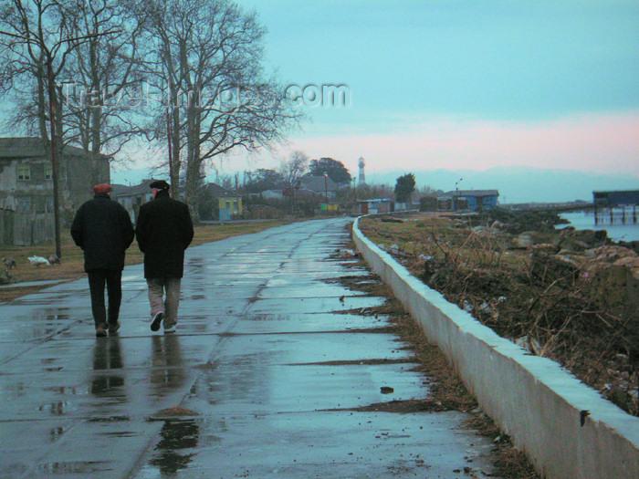 georgia98: Poti - Samegrelo-Zemo Svaneti region, Georgia, Caucasus: walking by the Black sea - photo by A.Kilroy - (c) Travel-Images.com - Stock Photography agency - Image Bank