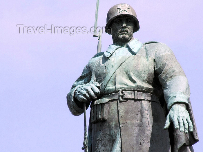 germany100: Berlin, Germany / Deutschland: Russian touch - Red Army monument - bronze soldier - sculptors Vladimir Tsigal and Lev Kerbel - Sowjetische Note - rotes Armedenkmal - photo by M.Bergsma - (c) Travel-Images.com - Stock Photography agency - Image Bank
