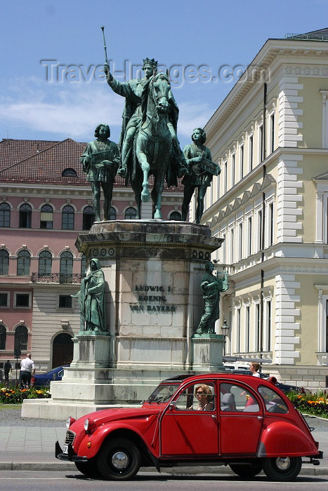 germany123: Germany - Bavaria - Germany - Bavaria - Munich / Munique: king Ludwig I of Bavaria and a  2 CV / Ludwig I Koenig von Bayern (photo by C.Blam) - (c) Travel-Images.com - Stock Photography agency - Image Bank