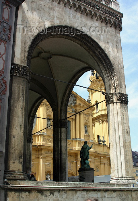 germany126: Germany - Bavaria - Munich: through the arches - Feldherrnhalle (photo by C.Blam) - (c) Travel-Images.com - Stock Photography agency - Image Bank