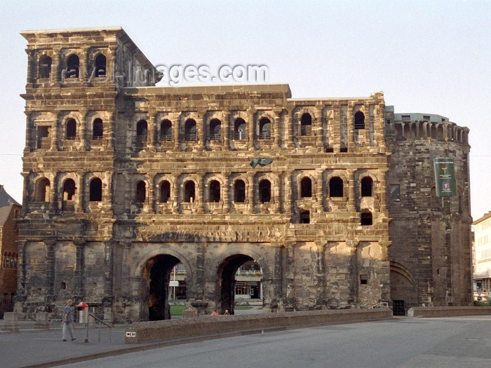germany128: Germany / Deutschland - Trier / Trèves (Rhineland-Palatinate / Rheinland-Pfalz): Porta Nigra - Roman gate - North side - Unesco world heritage - Trier is the oldest city in Germany - photo by M.Bergsma - (c) Travel-Images.com - Stock Photography agency - Image Bank