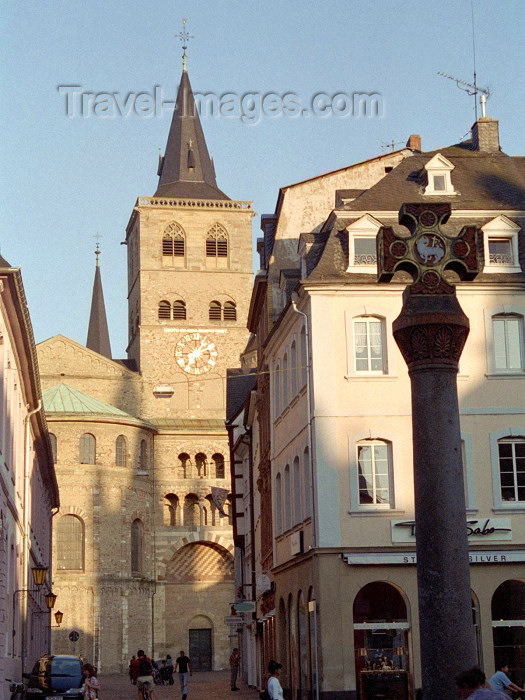 germany131: Germany / Deutschland - Trier: cross and the Cathedral of St. Peter - Trierer Dom - Hoher Dom - Hohe Domkirche St. Peter zu Trier - photo by M.Bergsma - (c) Travel-Images.com - Stock Photography agency - Image Bank