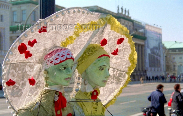 germany182: Berlin, Germany / Deutschland: pale faces - Unter den Linden - photo by M.Bergsma - (c) Travel-Images.com - Stock Photography agency - Image Bank