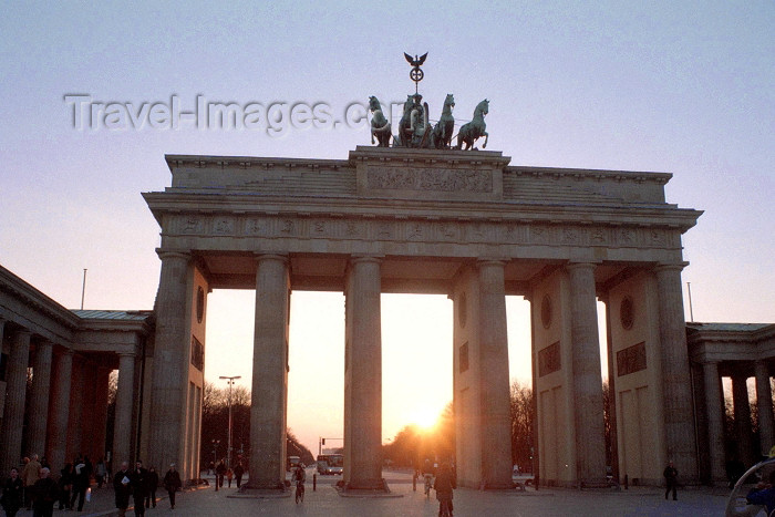 germany185: Germany / Deutschland - Berlin: Brandenburg gate - Pariser Platz / Brandenburger Tor - sunset - photo by M.Bergsma - (c) Travel-Images.com - Stock Photography agency - Image Bank