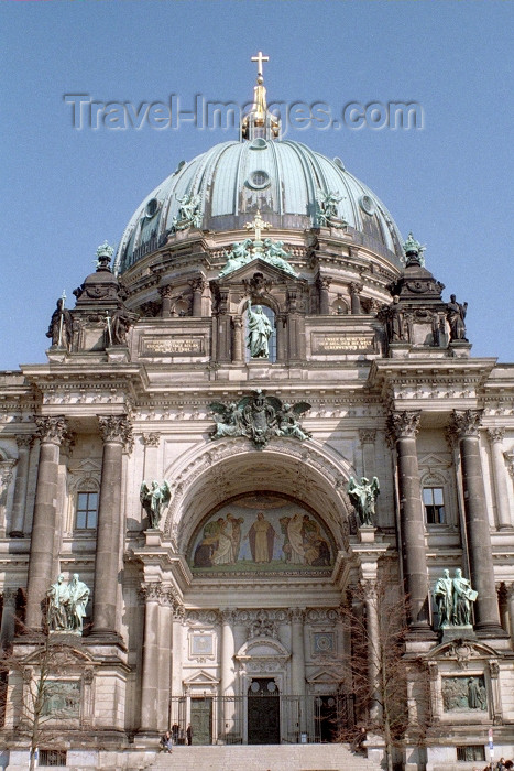 germany190: Berlin, Germany / Deutschland:  Dom zu Berlin / the Cathedral - dome - Dom zu Berlin - Museum Island - Mitte borough - photo by M.Bergsma - (c) Travel-Images.com - Stock Photography agency - Image Bank