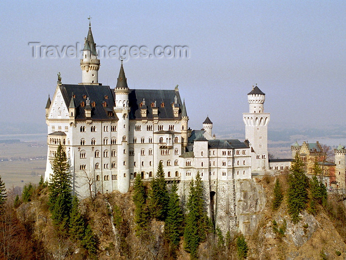germany201: Germany - Bavaria - Neuschwanstein castle / Schloß Neuschwanstein - fairy-tale architecture by Christian Jank (photo by T.Marshall) - (c) Travel-Images.com - Stock Photography agency - Image Bank