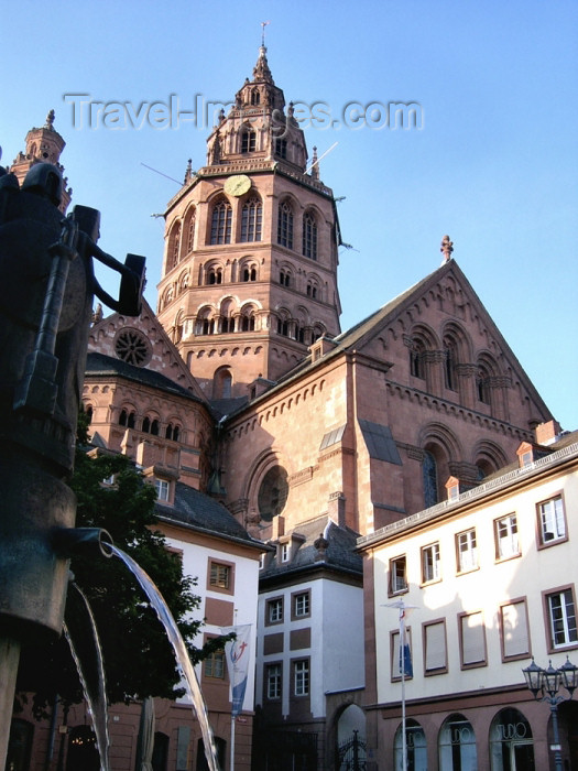 germany208: Germany / Deutschland / Allemagne - Mainz / Mayence / Moguncja / Majenco / Magonza (Rhineland-Palatinate / Rheinland-Pfalz): St. Martin Catholic Cathedral and fountain - Mainzer Dom - photo by Efi Keren - (c) Travel-Images.com - Stock Photography agency - Image Bank