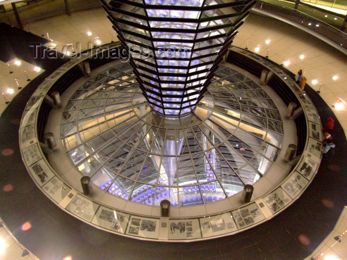 germany222: Germany / Deutschland - Berlin: the Reichstag - in the dome looking at the plenary hall - parliament - photo by M.Bergsma - (c) Travel-Images.com - Stock Photography agency - Image Bank