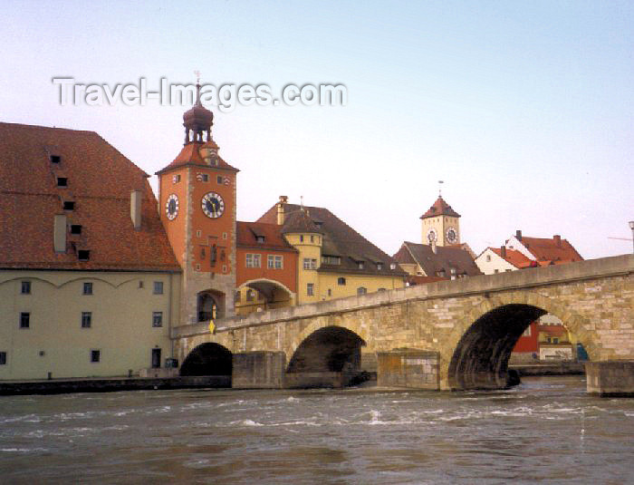 germany23: Germany - Bavaria - Regensburg: stone bridge over the Danube and the Schuldturm tower - Old town - UNESCO world heritage site / Steinerne Brücke und Schuldturm - photo by M.Torres - (c) Travel-Images.com - Stock Photography agency - Image Bank