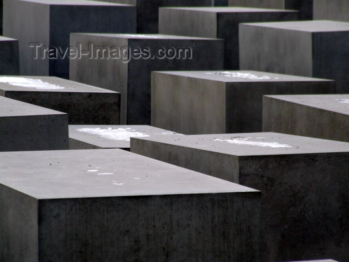 germany238: Germany / Deutschland - Berlin: Holocaust Memorial - architect Peter Eisenman - Denkmal - designed by US architect Peter Eisenman - concrete cubes - photo by M.Bergsma - (c) Travel-Images.com - Stock Photography agency - Image Bank