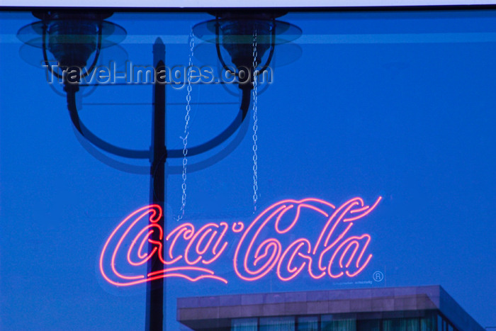 germany265: Germany - Berlin: neon - Coca Cola logo in a bar window - lamp reflection / Coca Cola Schriftzug im Fenster einer Bar - neon - Coca Cola Werbung - photo by W.Schmidt - (c) Travel-Images.com - Stock Photography agency - Image Bank