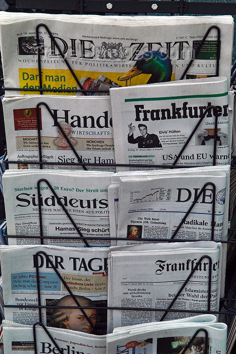 germany266: Germany - Berlin: German Newspapers / Kiosk,News,paper,Zeitungen,Zeitungsständer - Die Zeit - photo by W.Schmidt - (c) Travel-Images.com - Stock Photography agency - Image Bank