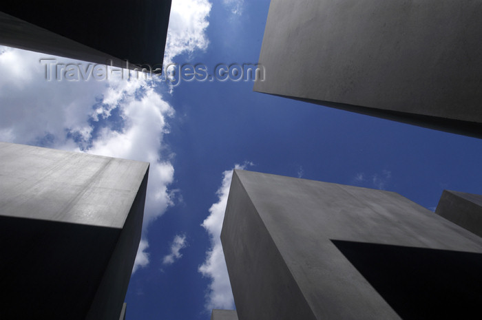 germany277: Germany - Berlin: Holocaust Memorial - architect Peter Eisenman - Denkmal - designed by US architect Peter Eisenman - sky and cubes - photo by W.Schmidt - (c) Travel-Images.com - Stock Photography agency - Image Bank